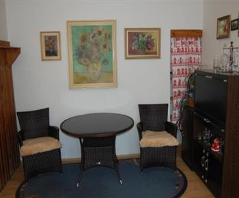 Ratanový nábytek v pokoji A
