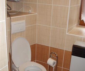 Pohled na toaletu
