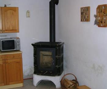 Stylová krbová kamna v kuchyni