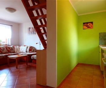 Chata A - obývací pokoj a kuchyně
