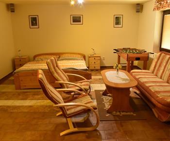 Kuchyně, obývací pokoj a dvoulůžko