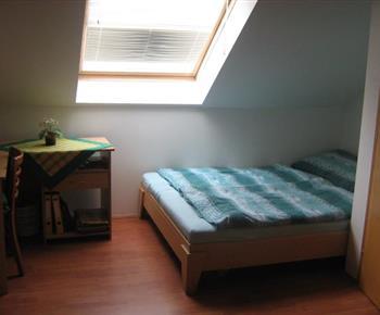 Pokojík s lůžky v apartmánu B