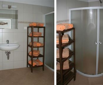 Šestilůžkový apartmán - koupelna se sprchovým koutem