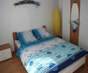 Čtyřlůžkový apartmán - ložnice s manželským dvoulůžkem