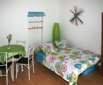 Čtyřlůžkový apartmán - obytná místnost s rozkládací pohovkou