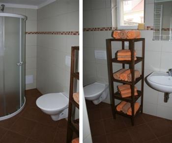 Čtyřlůžkový apartmán - koupelna se sprchovým koutem