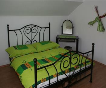 Šestilůžkový apartmán - dvoulůžková ložnice s manželskou postelí