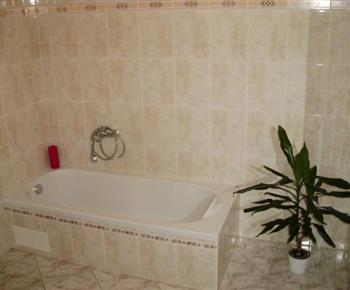 Apartmán A - vana v koupelně