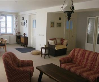 Apartmán A - obývací pokoj v přízemí s jídelnou