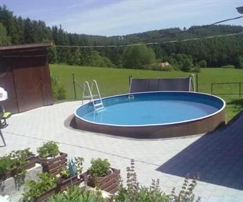 Bazén na pozemku objektu