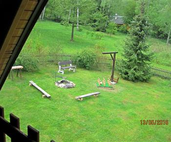 Zahrada - pohled z balkonu