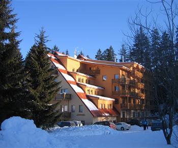 Pohled na dům s apartmánem v zimním období