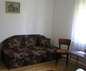 Ložnice s pohovkou