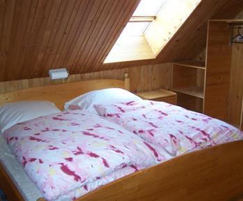 Ložnice D s manželskou postelí