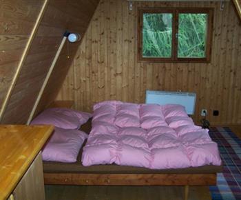 Podkrovní ložnice s lůžky