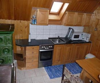 Kuchyňský kout s el. troubou, sklokeramickou varnou deskou, mikrovlnnou troubou a kávovarem