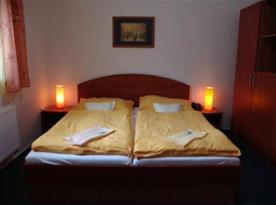 Pokoj s manželským dvoulůžkem
