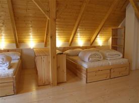 Horní velká ložnice pro 8 osob