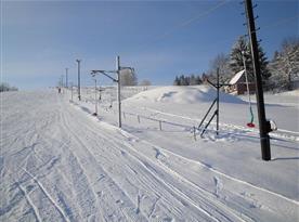 Sjezdovka v Mrákotíně vhodná pro malé lyžaře a rekreační lyžování