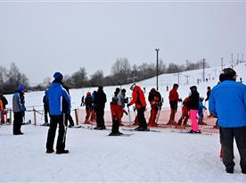 Ski areál Mrákotín u nástupu na vlek 2015