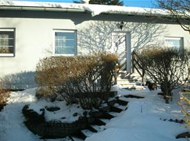 Pohled ze zahrady v zimě