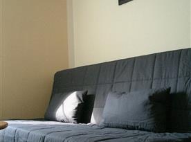 prostorná rozkládací sedačka na spaní pro dva dospělé