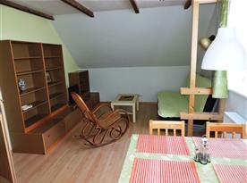 Obývací pokoj s rozkládacím dvoulůžkem