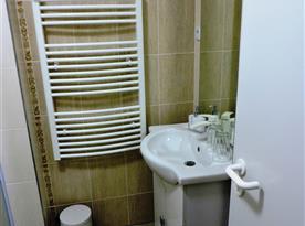Koupelna - umyvadlo se zrcadlem