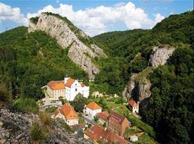 Klášter Svatý Jan pod Skalou, kulturní památka ČR, 14 km