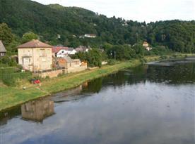 Pohled na apartmán u řeky Berounky