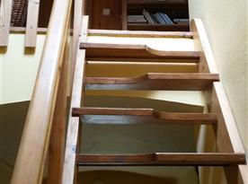 Schodiště z chodby do podkroví