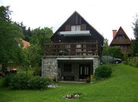 Pohled na chatu ze zahrady