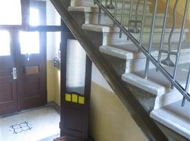 Chodba před apartmánem- hlavní vchod do domu