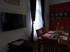 Jídelní stůl v obýváku