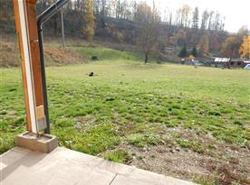 Pohled z lavic před domem