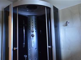 masážní sprchový kout