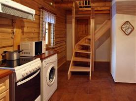 Kuchyně a schody do patra