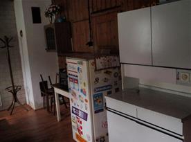 Kuchyně se sporákem, lednicí