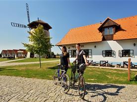 Bukovanský mlýn s Mlynářskou restaurací