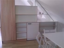 Podkrovní apartmán - nábytková stěna