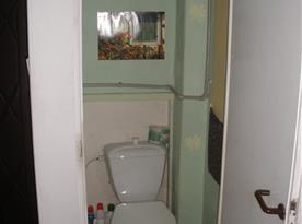 B.Toaleta v patře
