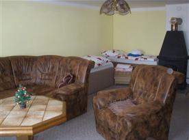 B.Obývák v patře