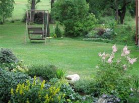 Velmi pěkně upravená zahrada u apartmánu