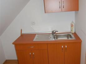Malá kuchyňka v podkroví
