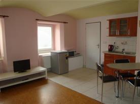 Apartmán C - pokoj s kuchyňkou