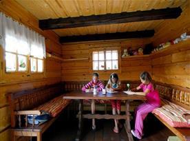 Dřevěnka sloužící jako dětský koutek