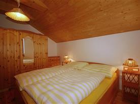 Objekt I.: apartmán pro 4-6 osob - ložnice s manželskou a poschodovou postelí
