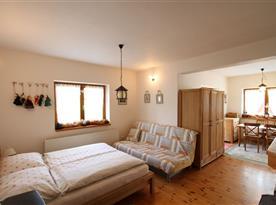 Apartmán s vlastním východem na terasu - pohled na spací část