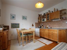 Apartmán pro 4 - 6 osob  2 míestnostmi a koupelnou - místnost s kuchyňským koutem a veslkým rozkládacím lůžkem