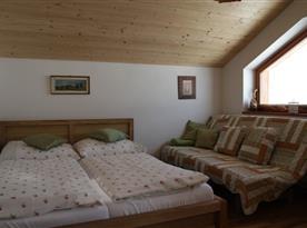 Objekt II.: Apartmán II. - spací část s  manželskou postelí a rozkládacím lůžkem